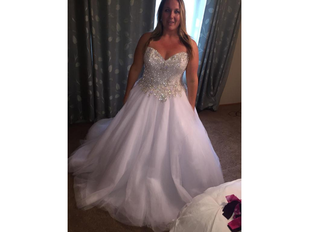 Used Wedding Gowns: Allure Bridals C232, $900 Size: 20
