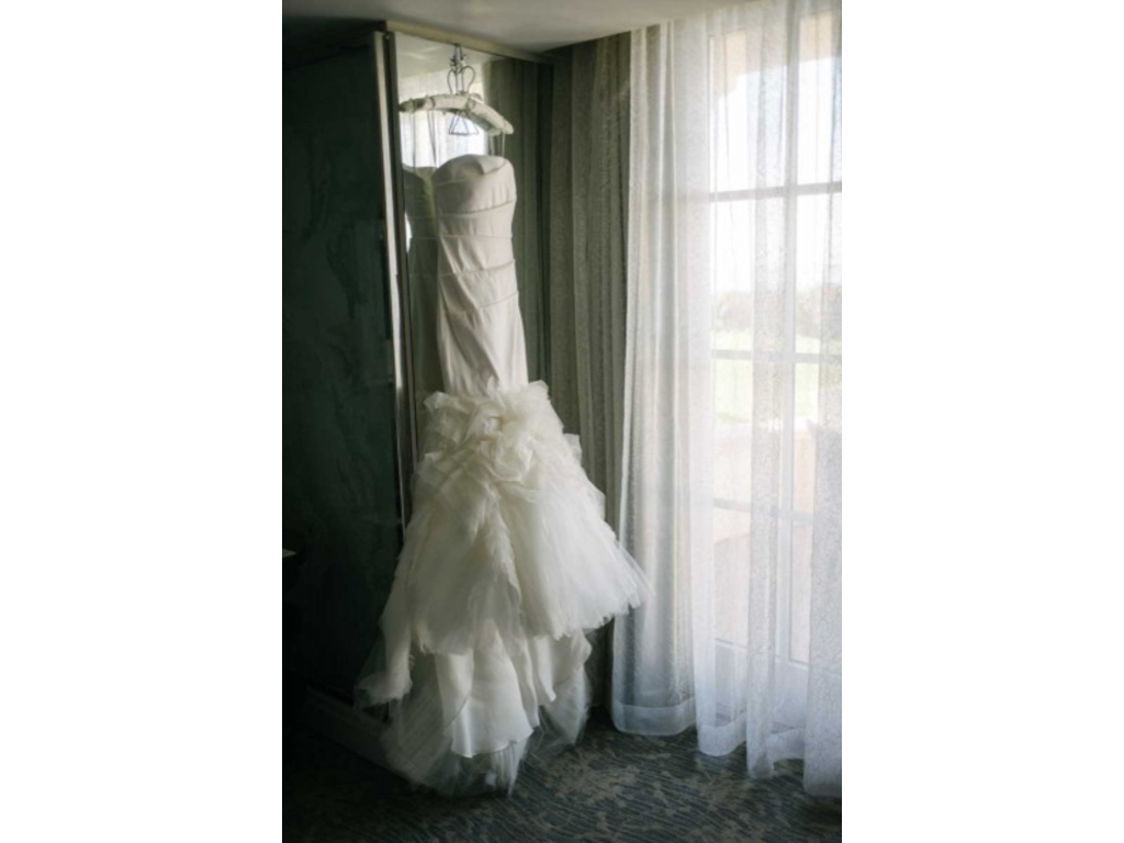 Vera wang 4 500 size 8 used wedding dresses for Used vera wang wedding dresses