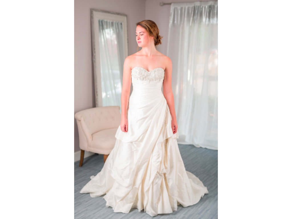 Alfred angelo 2262 for rent or sale 475 size 6 new for Cost to rent wedding dress in jamaica