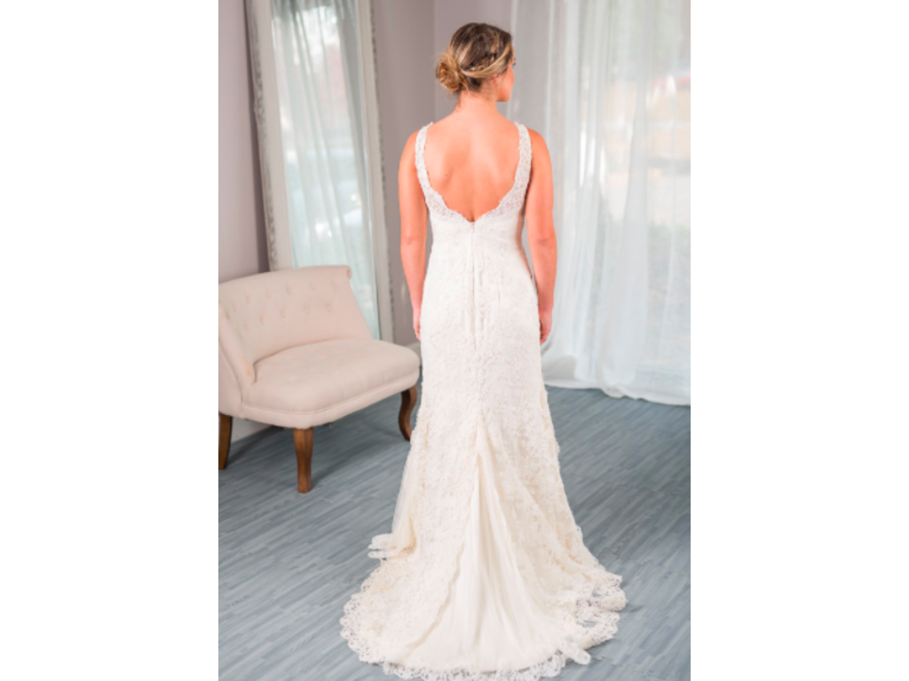 Modern trousseau lauren for rent 1 000 size 10 used for Cost to rent wedding dress in jamaica