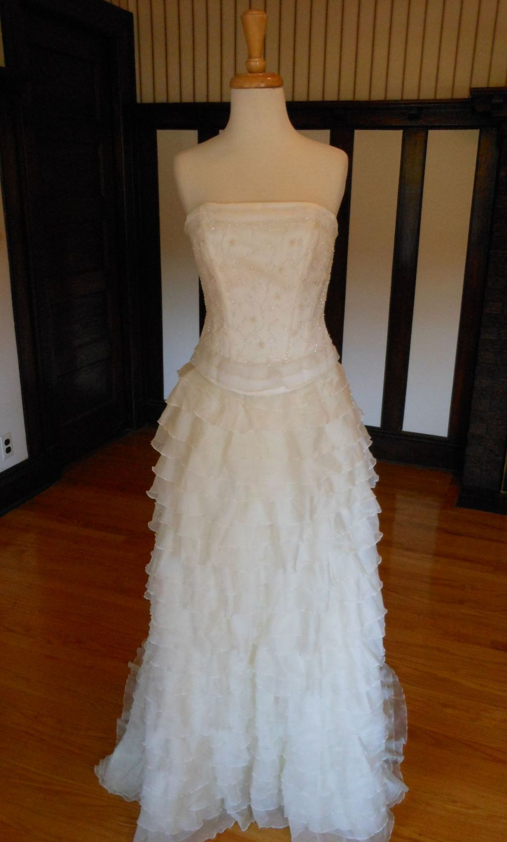 Lilly 99 size 2 sample wedding dresses for Size 2 wedding dress