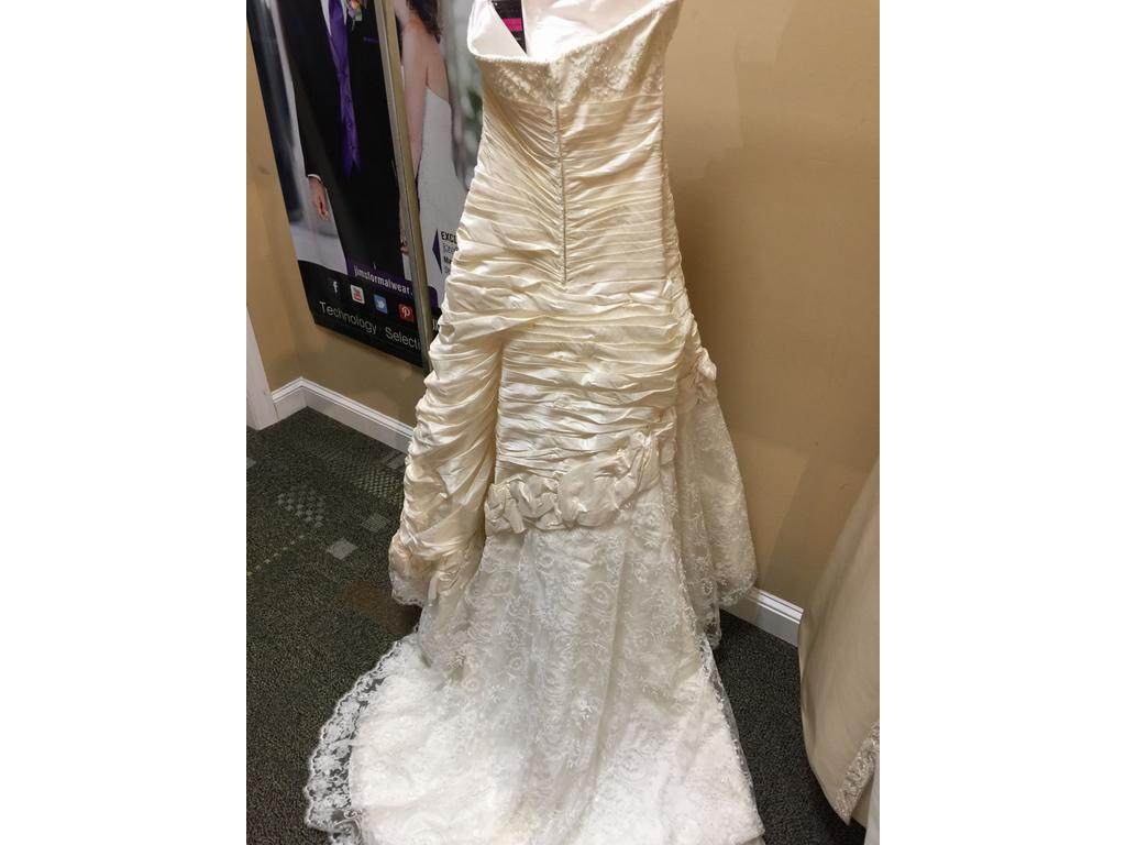 Alfred sung 5236 450 size 12 sample wedding dresses for Wedding dresses reading pa
