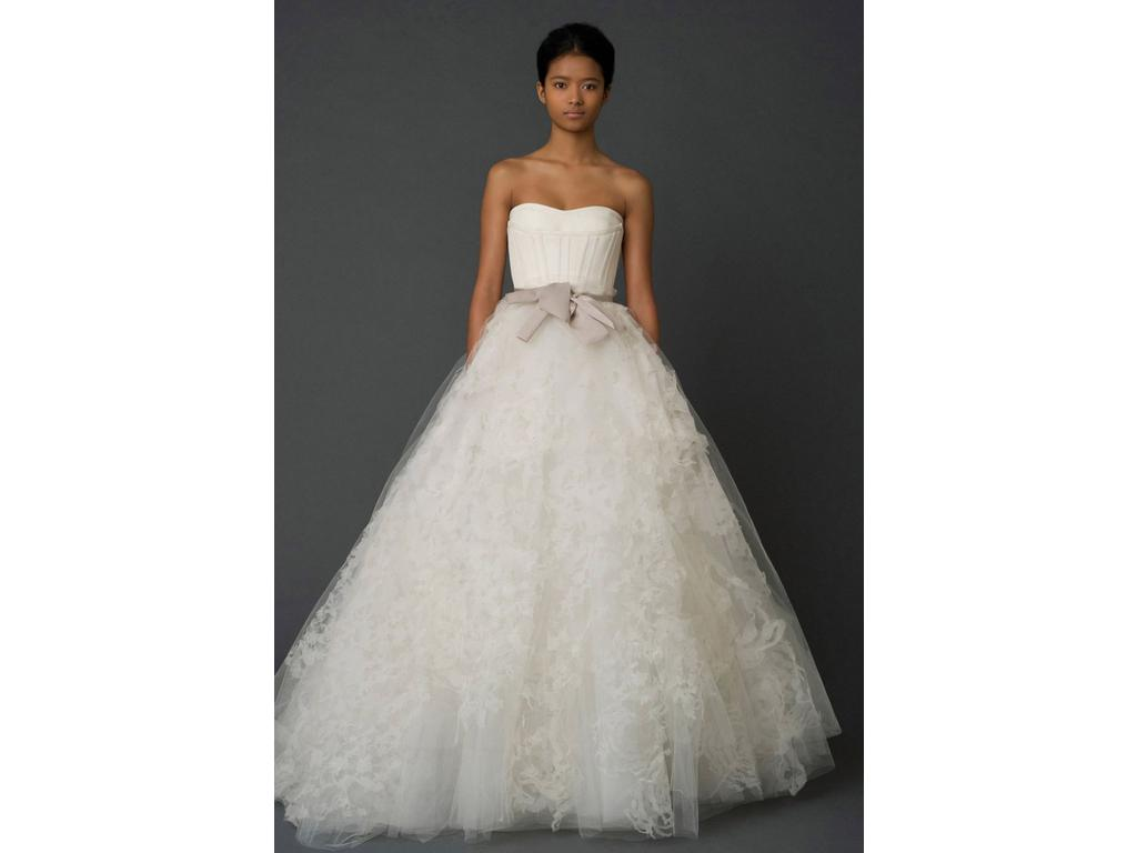 Vera wang 4 000 size 0 used wedding dresses for Used vera wang wedding dresses