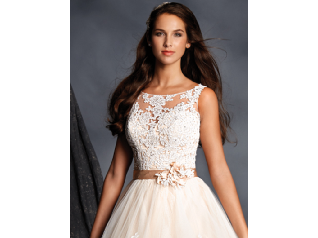 Alfred Angelo 2508, $600 Size: 0