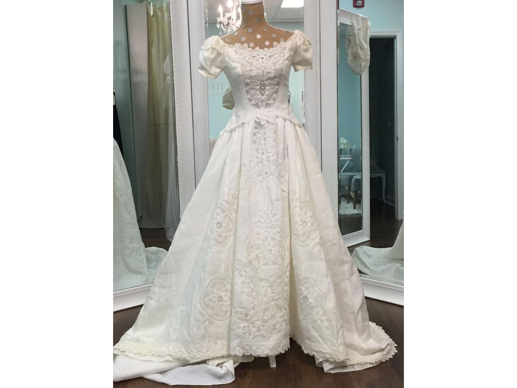 Used Wedding Gowns: Priscilla Of Boston Irish Linen With Battenberg Lace