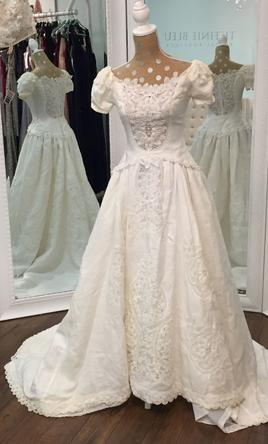 Priscilla Of Boston Irish Linen With Battenberg Lace 999 Size 2 Used Wedding Dresses