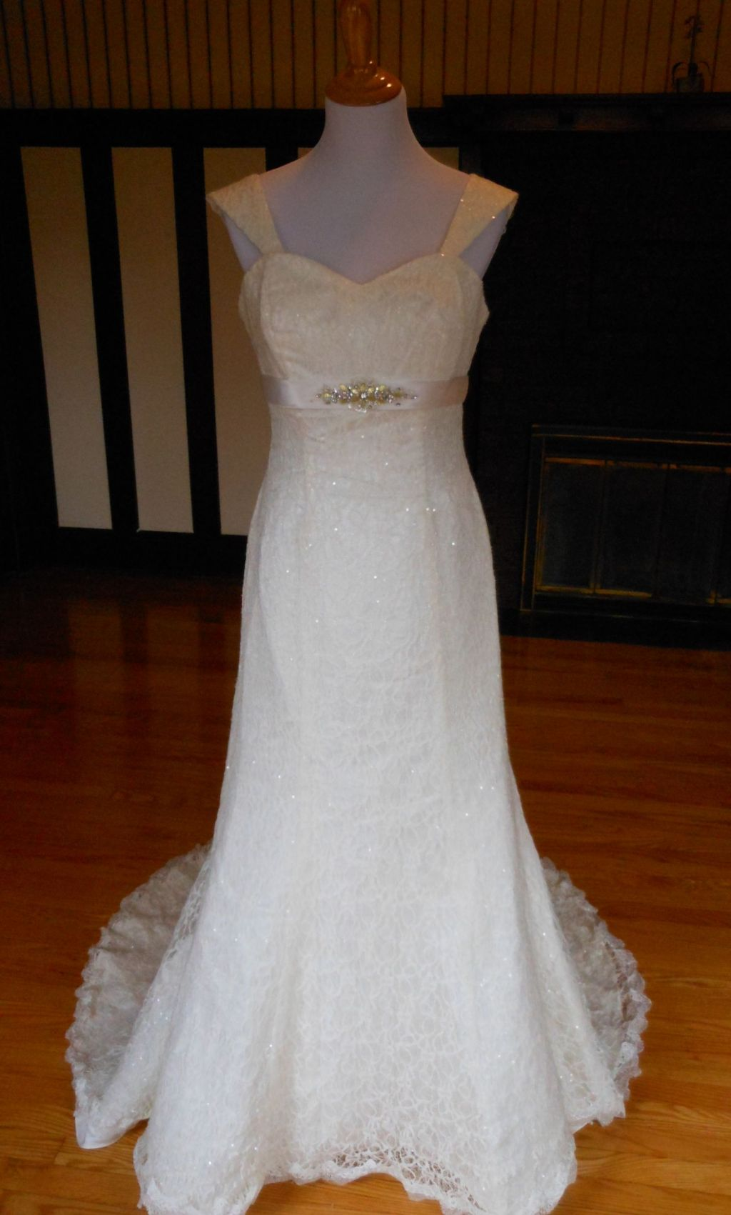 Other 40623 129 size 14 new un altered wedding dresses for Wedding dresses size 14
