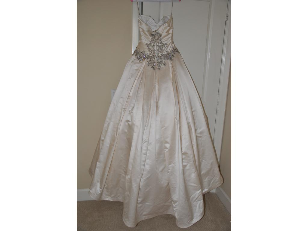 Inspired gowns pnina tornai 4 200 size 2 used for Used pnina tornai wedding dress