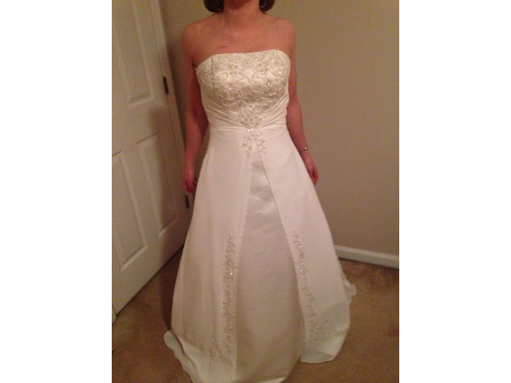 David 39 s bridal strapless or with straps a line 200 size for David s bridal strapless wedding dress