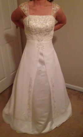 David's Bridal Strapless or with straps A line 8