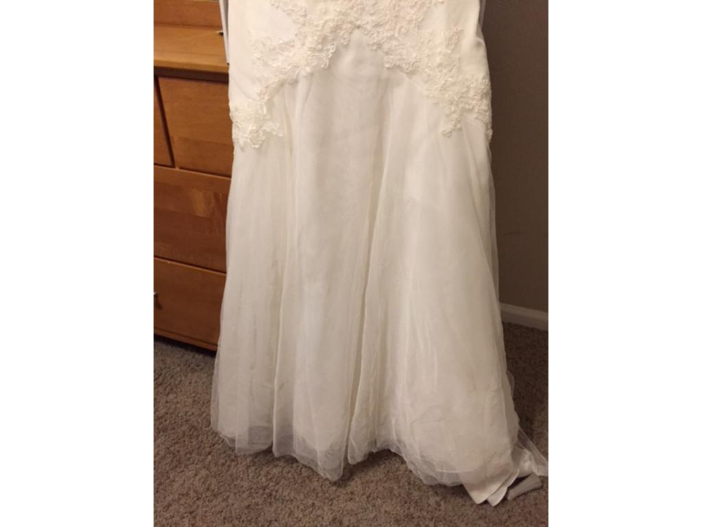 Vera wang white vw351021 150 size 6 used wedding dresses for Vera wang wedding dress used