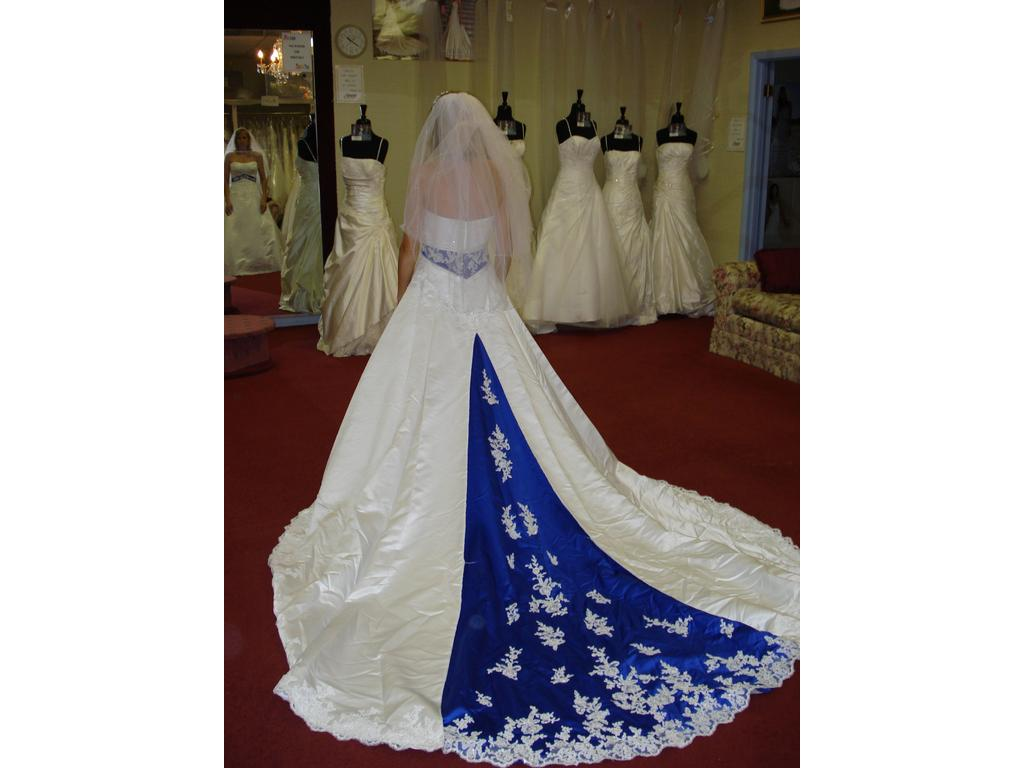 Alfred angelo dream in color 1708 650 size 8 used for White wedding dress with blue trim