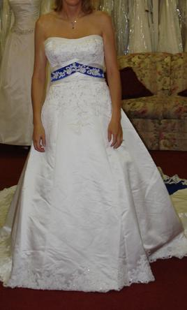 Alfred angelo dream in color 1708 650 size 8 used for Wedding dress with blue trim