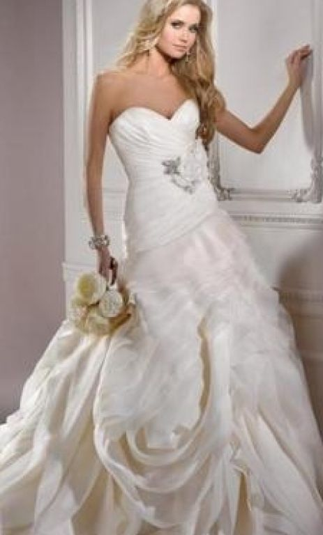 Maggie Sottero Dynasty, $800 Size: 4 | New (Un-Altered) Wedding Dresses