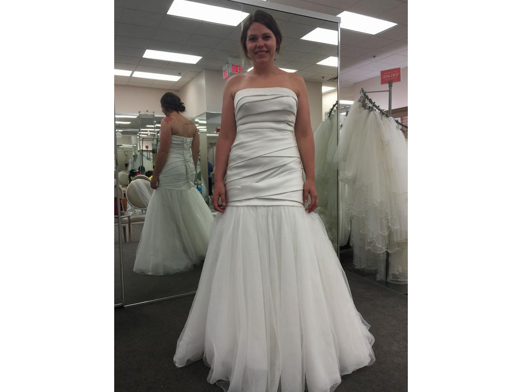 Vera wang 800 size 12 new un altered wedding dresses for Vera wang wedding dresses prices