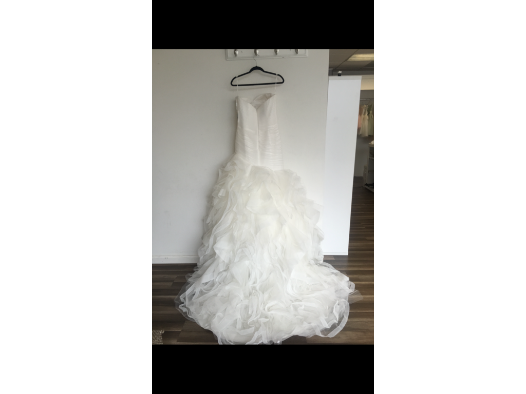 Pronovias mildred 699 size 10 new un altered for Size 10 wedding dress