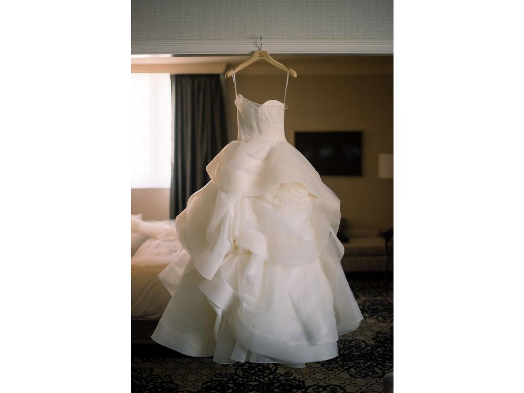 Vera wang katherine ball gown 4 500 size 0 used for Used wedding dress size 0
