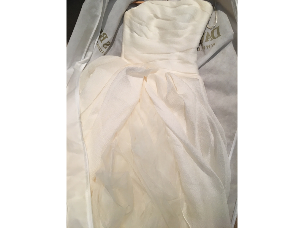 Vera wang white 600 size 8 used wedding dresses for Vera wang wedding dress used