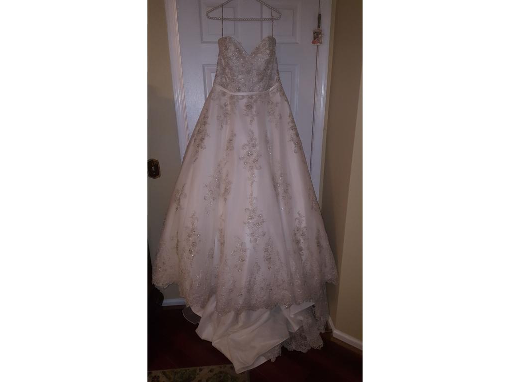 Maggie sottero 2 000 size 14 new un altered wedding for Wedding dresses size 14