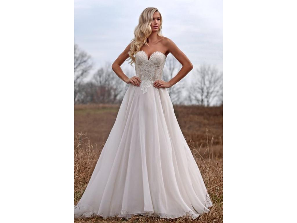 Marisa 134, $650 Size: 10 | Sample Wedding Dresses