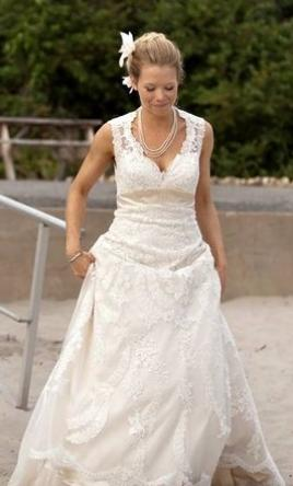Other French Bridals Vintage Style With Keyhole Back , $800 Size: 6 | Used Wedding  Dresses