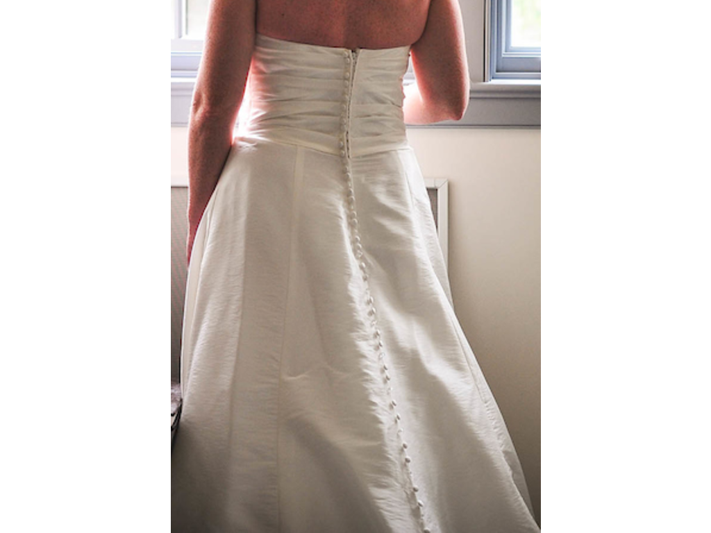 Alfred Angelo 2409, $200 Size: 14 | Used Wedding Dresses