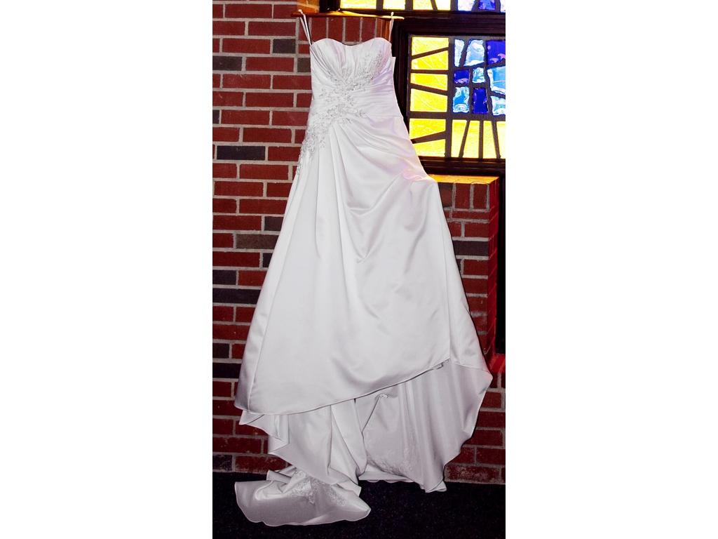 David 39 s bridal wg3464 300 size 4 used wedding dresses for Used wedding dresses kansas city
