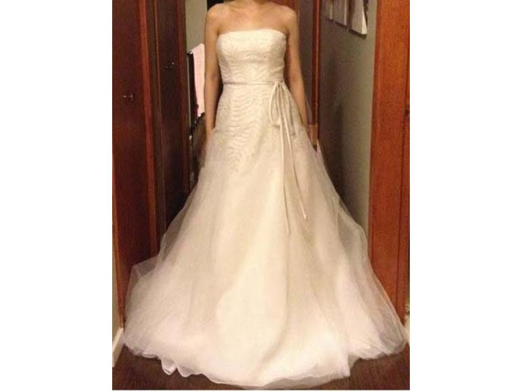 Vera wang white fern organza gown 550 size 6 used for Vera wang used wedding dress