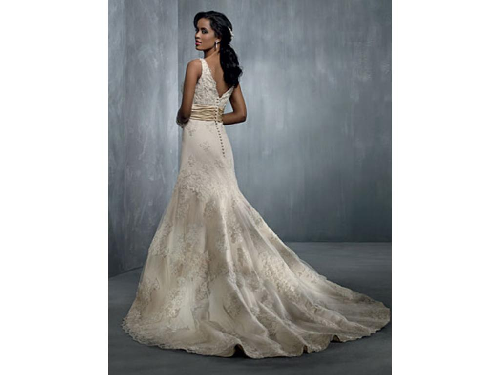 Alfred Angelo 2251, $799 Size: 22