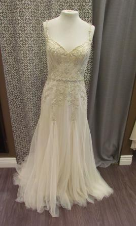 Maggie sottero andraea 650 size 10 sample wedding dresses for Who sells maggie sottero wedding dresses