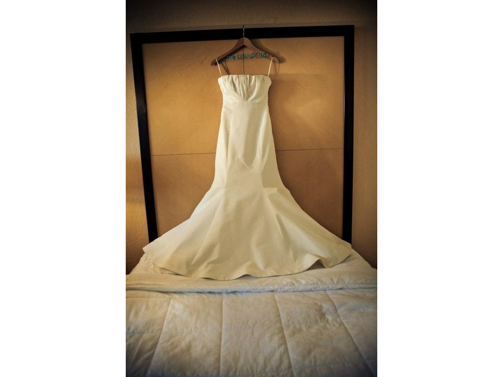 Vera wang 1 000 size 10 used wedding dresses for Used vera wang wedding dress