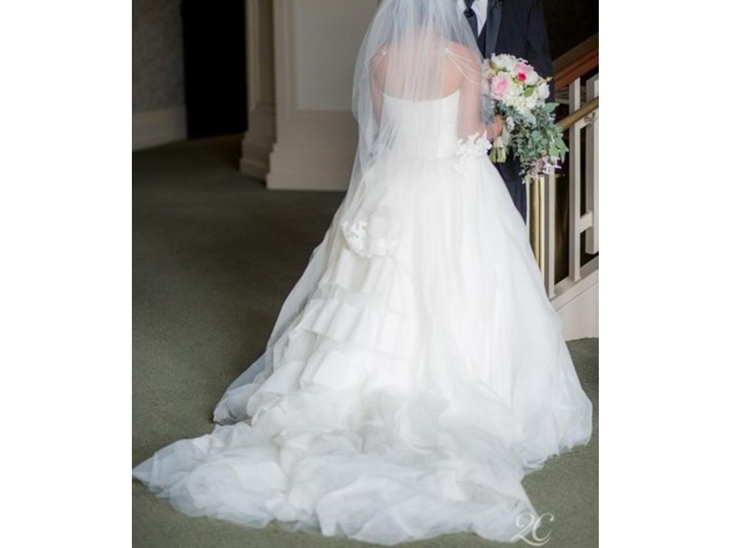 Vera wang liesel 3 000 size 10 used wedding dresses for Used vera wang wedding dress
