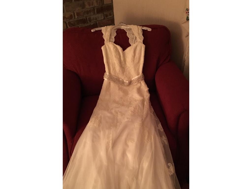 David 39 s bridal vw9768 500 size 4 new un altered for Previously worn wedding dresses for sale