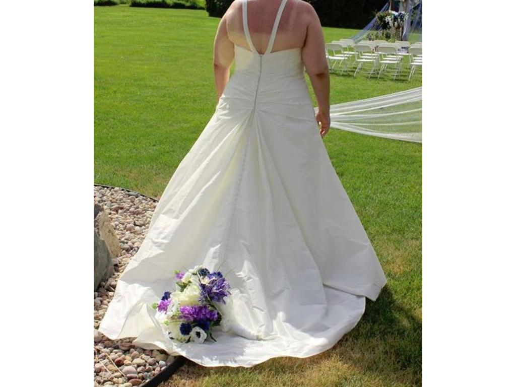 Other w234 1 500 size 28 used wedding dresses for Used wedding dresses kansas city