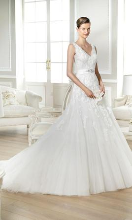 Pronovias Jaida, $599 Size: 6 | New (Un-Altered) Wedding Dresses