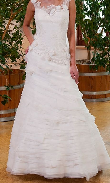 Other French lace, tulle and organza wedding dress!, $280 Size: 4 ...