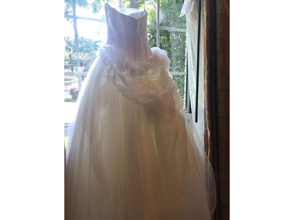 Vera wang white 945 size 0 used wedding dresses for Used wedding dress size 0