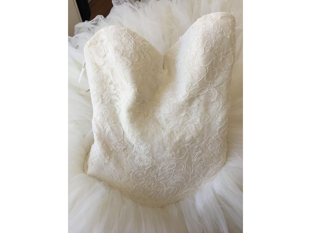 Vera wang kate hudson bride wars 4 500 size 10 used for Vera wang wedding dress for sale
