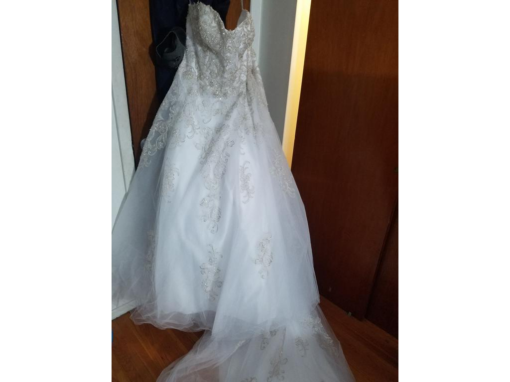 Alfred Angelo 2568W, $600 Size: 22W | New (Un-Altered) Wedding Dresses