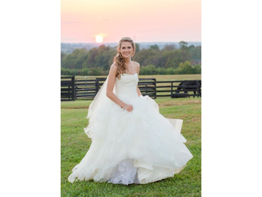 Vera wang white ball gown 800 size 4 used wedding dresses for Pre owned wedding dresses