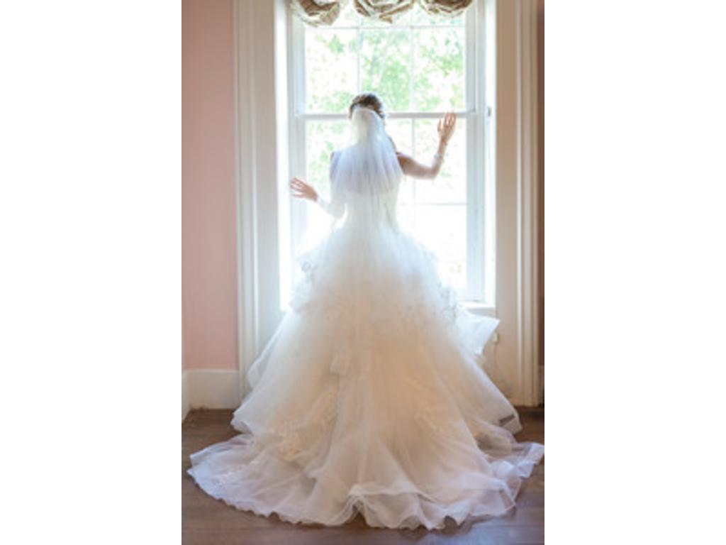 Vera wang white ball gown 800 size 4 used wedding dresses for Pre used wedding dresses