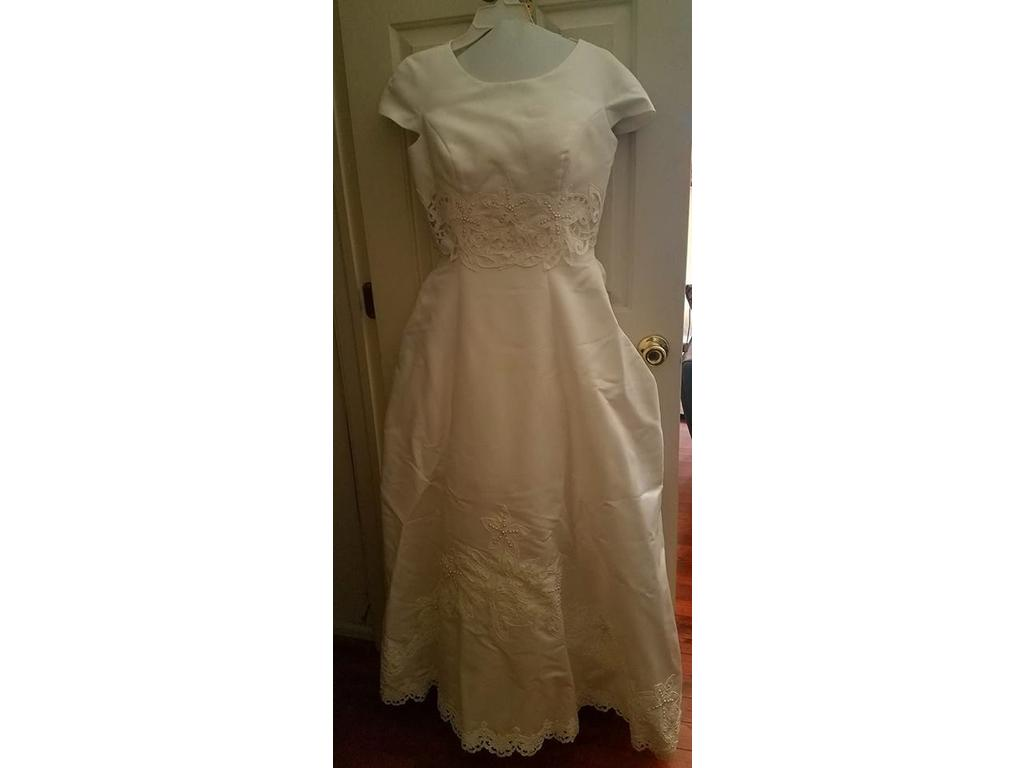 Other gloria vanderbilt 1452 110 size 16 used wedding for Gloria vanderbilt wedding dress