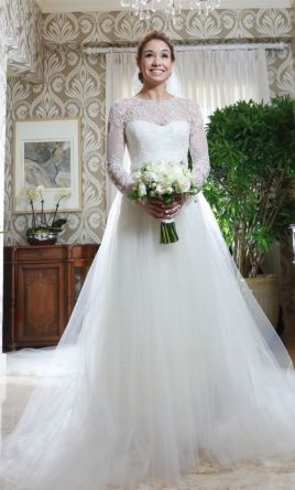 Used wedding dresses buy sell used designer wedding gowns monique lhuillier junglespirit Image collections