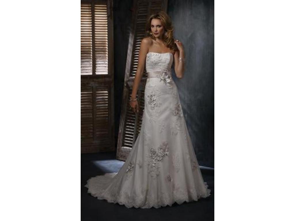 0fec3769a9ea3 Maggie Sottero Geneva Wedding Dress | New (Un-Altered), Size: 22W, $699