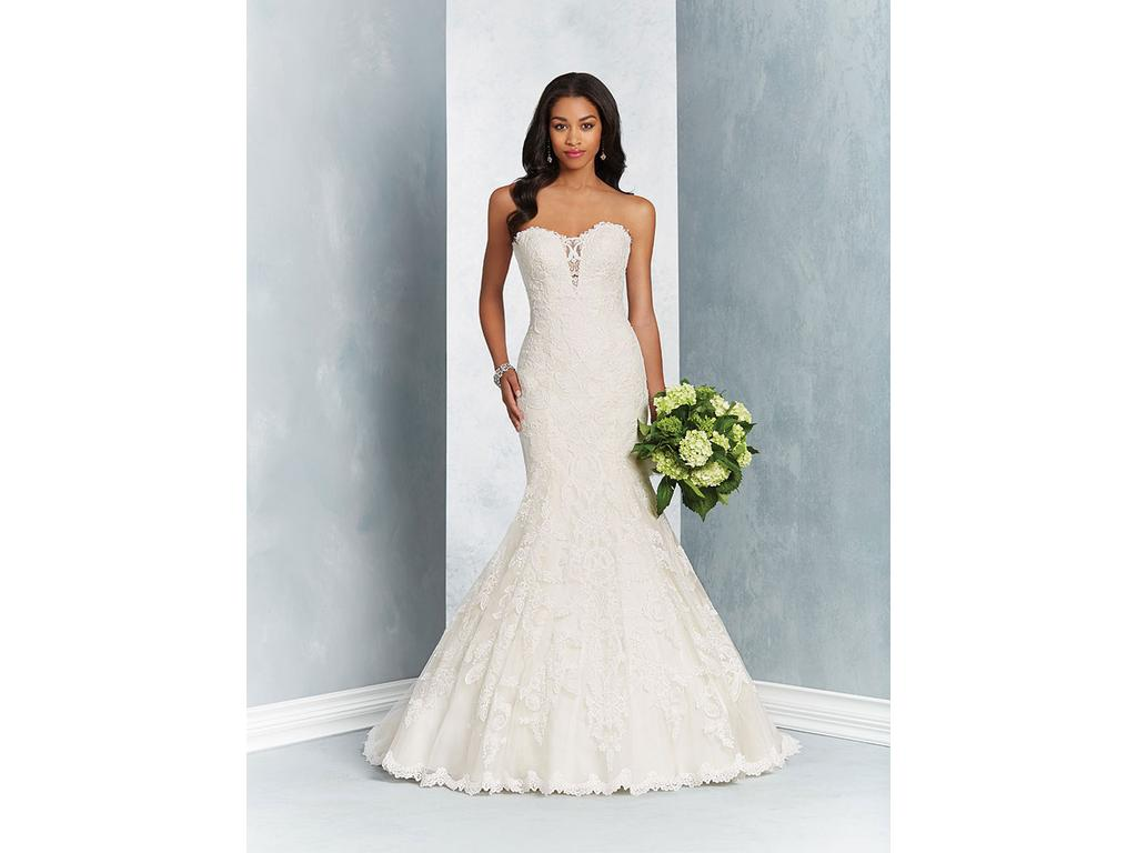 Alfred Angelo 2603, $809 Size: 18W | New (Un-Altered) Wedding Dresses