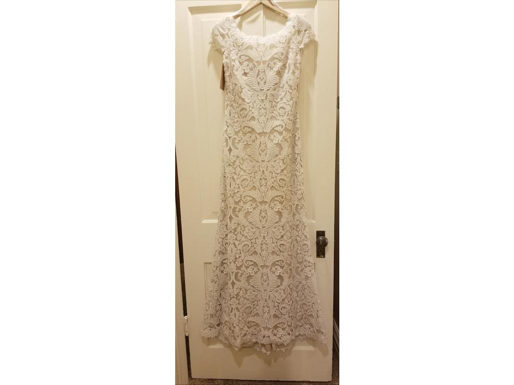 Tadashi Shoji August, $550 Size: 0 | New (Un-Altered) Wedding Dresses
