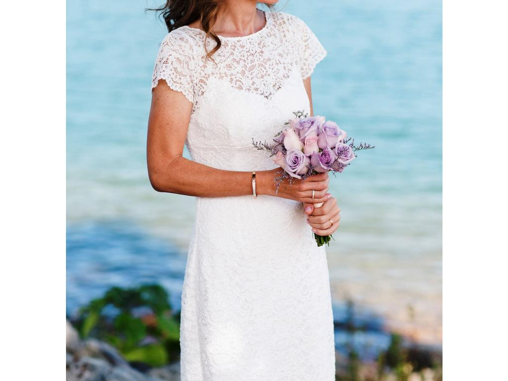 David\'s Bridal Cap Sleeve Short Lace Sheath 061927080, $55 Size: 2 ...