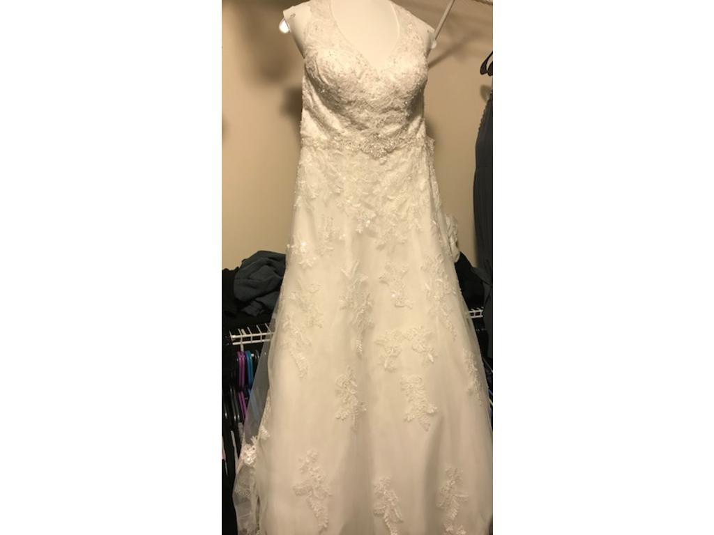 David 39 s bridal wg3799 250 size 10 used wedding dresses for Size 10 wedding dress