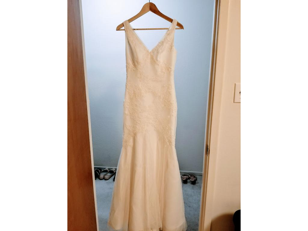 dcaf738938e9 Vera Wang White vw351021, $300 Size: 2 | Used Wedding Dresses