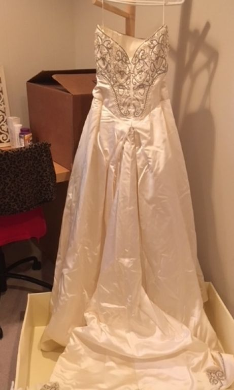 wedding dresses omaha ne reem acra 9384 2 500 size 4 used wedding dresses 9384